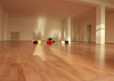 TAO-Zentrum-Freiburg-Raum-mit-Meditationskissen